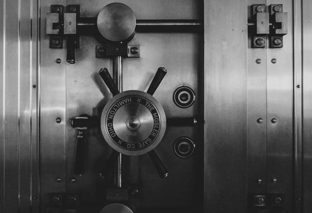Snapshot van een kluis, staat symbool voor het lage risico van waardebeleggen.