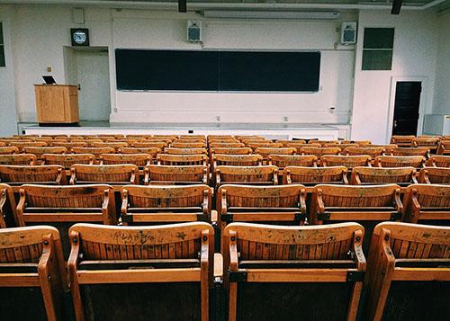 In dit klaslokaal doceert men value investing.